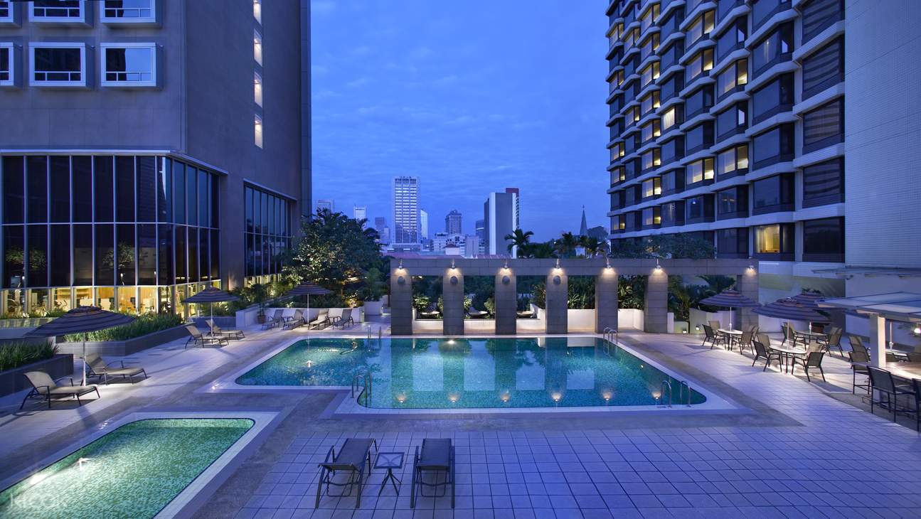 Carlton Swimming Pool (Night View)